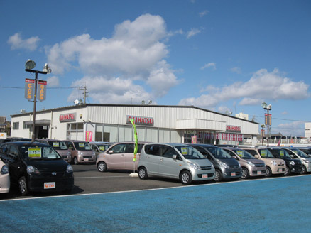 常時140台の県内一広い展示場。広くゆったりご覧頂けます。